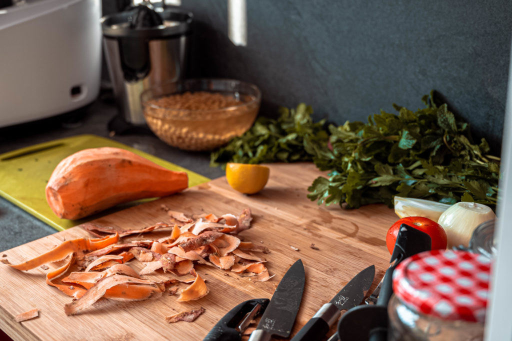 Patates douces rôties en préparation : la base d'un meal prep d'automne